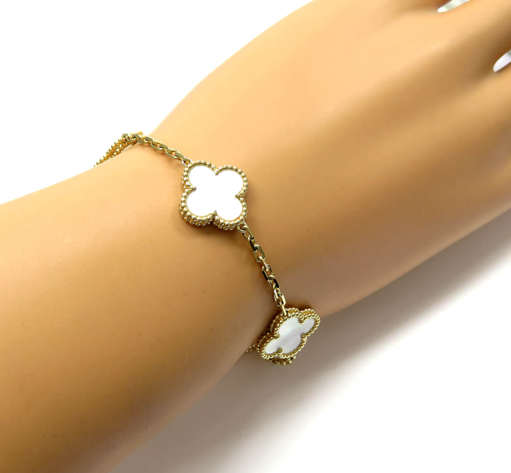 Ladies 18k yellow gold pearl clover bracelet 7.50 inches 15mm